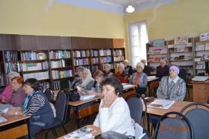 Все пришли в библиотеку слушаем рассказ о Колыме и маске Скорби