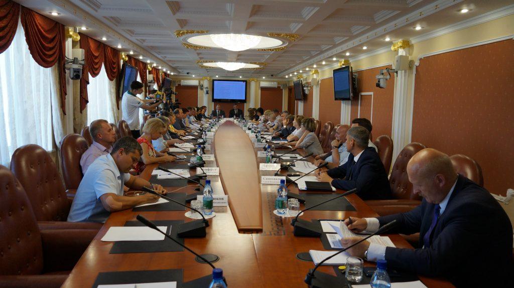 Cовещание по вопросам утверждения ключевых показателей развития конкуренции и утверждения планов («дорожных карт») развития конкуренции в Амурской области.