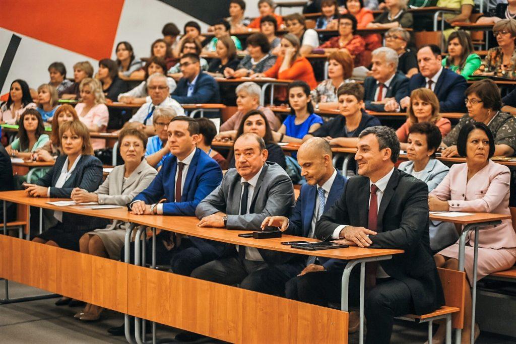 В Амурском госуниверситете прошла августовская конференция педагогических работников образовательных организаций на тему «От вызовов времени — к приоритету образования»