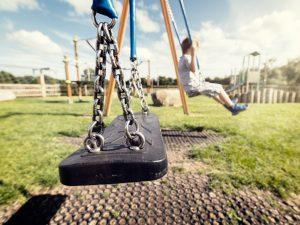 Горячая линия: сообщите о небезопасных детских площадках