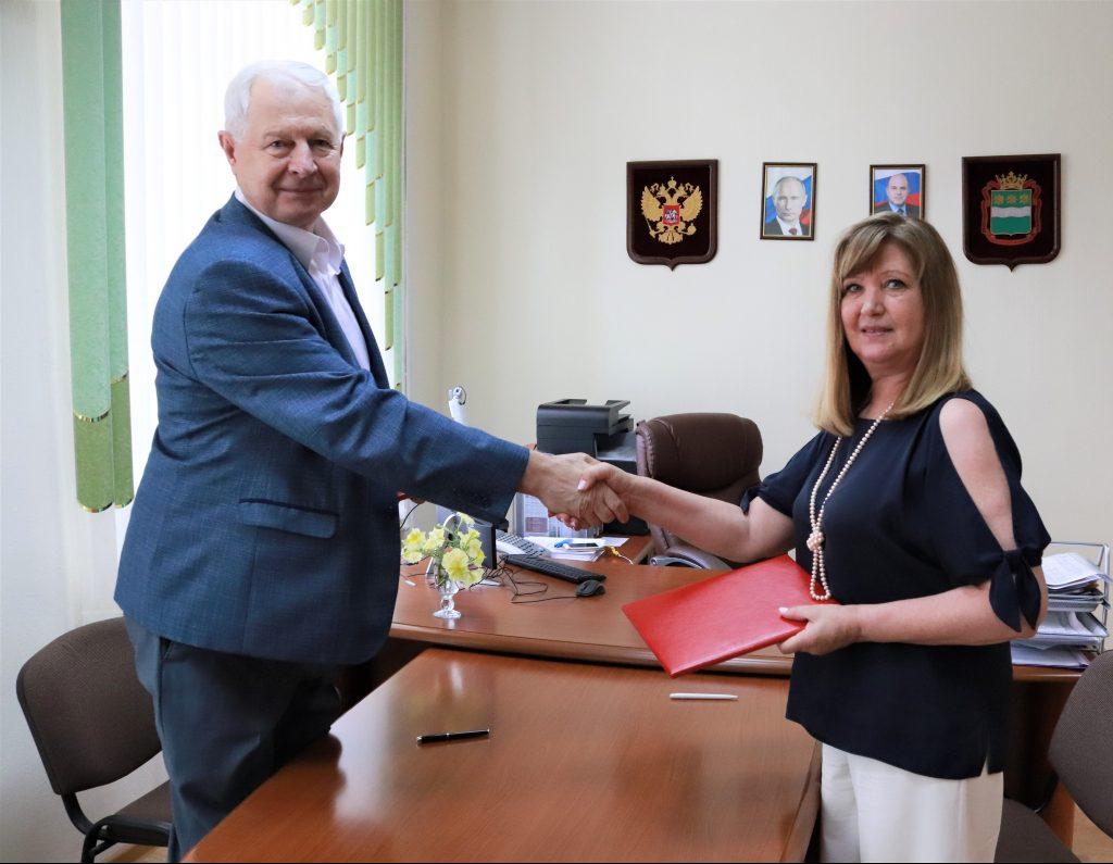 Подписано соглашение о взаимодействии между Амурским областным институтом развития образования и Общественной палатой Амурской области
